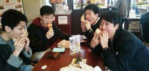 【本店】香川のうどんの前や後に淡路島で「あわじ島バーガー」が最近のトレンドです!
