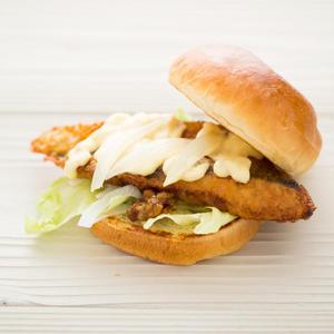 【本店】もうすぐ販売!淡路島 秋の裏旬サワラを使ったあわじ島バーガーを開発中です!
