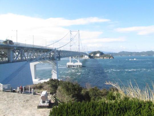 道の駅うずしおからの景色。鳴門海峡と大鳴門橋。