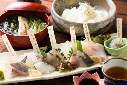 白い海鮮丼 今日のネタなんですか?
