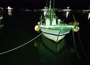 猟場へと漁船を走らせます